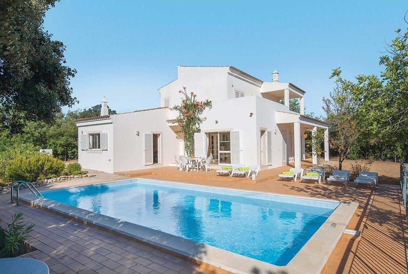 Villa in country side location, private pool., vacation rental in Santa Barbara de Nexe