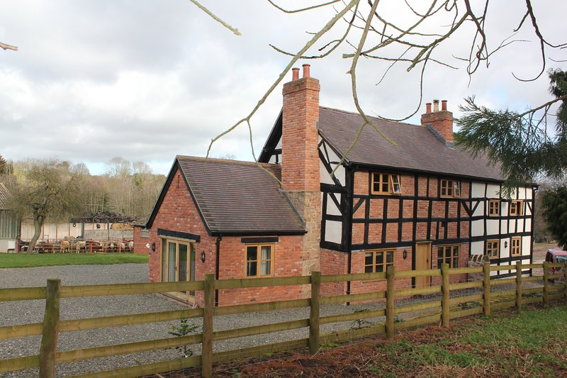 Moorhall Farm Self Catering Farmhouse, vacation rental in Herefordshire