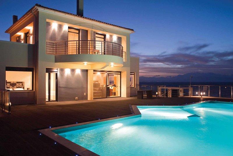 Lux villa near beach, with gym & cinema room, alquiler vacacional en Stavros