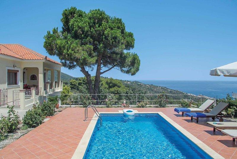 Stunning hilltop villa overlooking Skopelos town, holiday rental in Agnontas