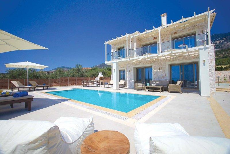 Lux villa boasts fantanstic view of Trapezaki Bay, vacation rental in Mousata