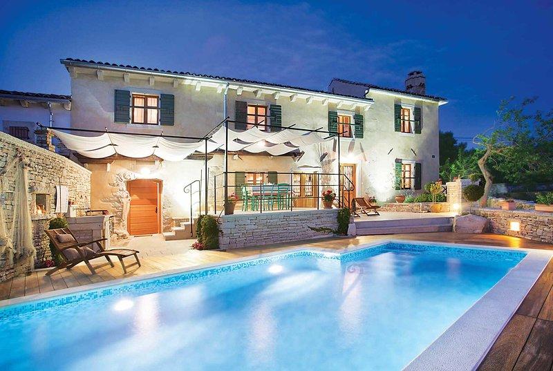 3 bed villa short drive to town, location de vacances à Trget