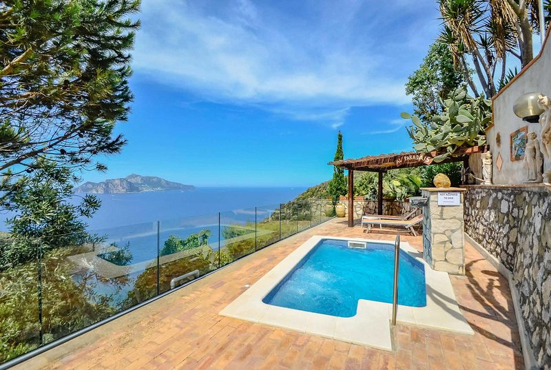Traditional villa w/stunning views. Free A/C Wi-fi, vacation rental in Roncato