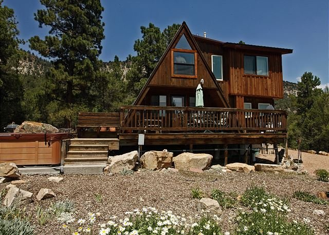 Cozy Cabin - Beautiful Views of the Surrounding Peaks - Hot Tub, location de vacances à Ridgway