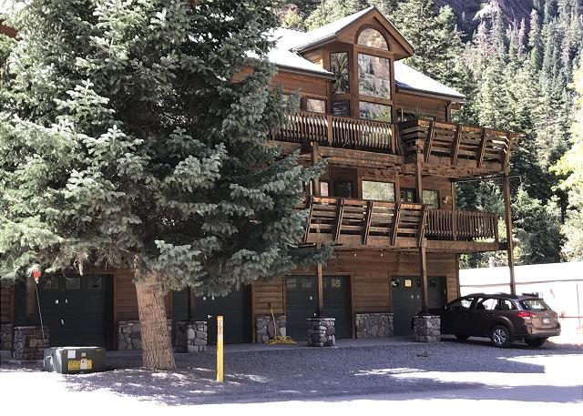 Pet Friendly - Mountain Views - Across from River Walk Trail, holiday rental in Ouray