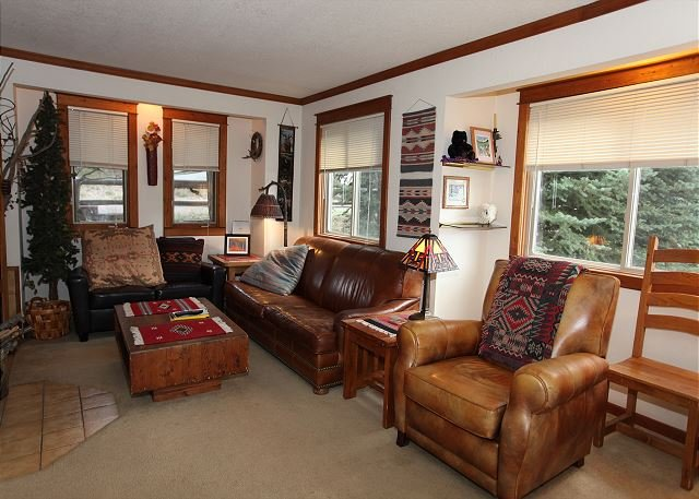 Convenient Location - Next to Ouray Hot Springs Pool - Great Views!, location de vacances à Ouray