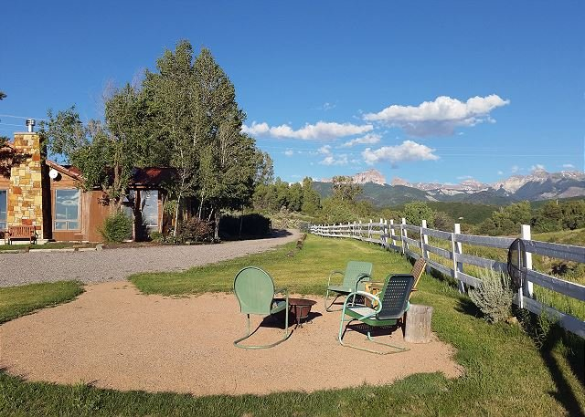 Charming Home - Amazing Views - Ping Pong- Fire Pit, location de vacances à Ridgway