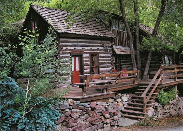 Quaint Historic Cabin - Near Downtown - Pet Friendly, location de vacances à Ouray