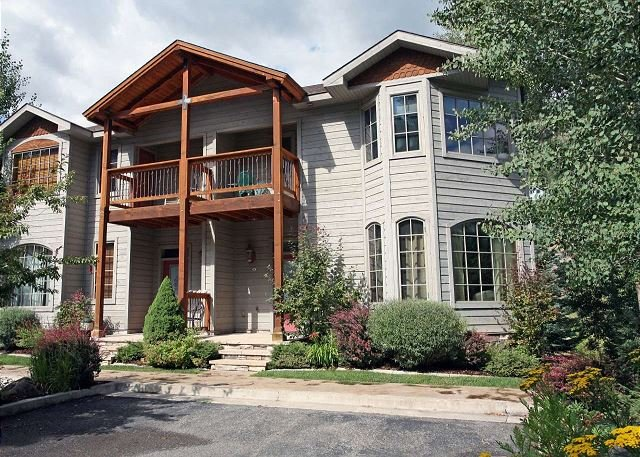 Riverfront Townhome - Walk to Downtown Ouray - Outdoor Deck, location de vacances à Ouray