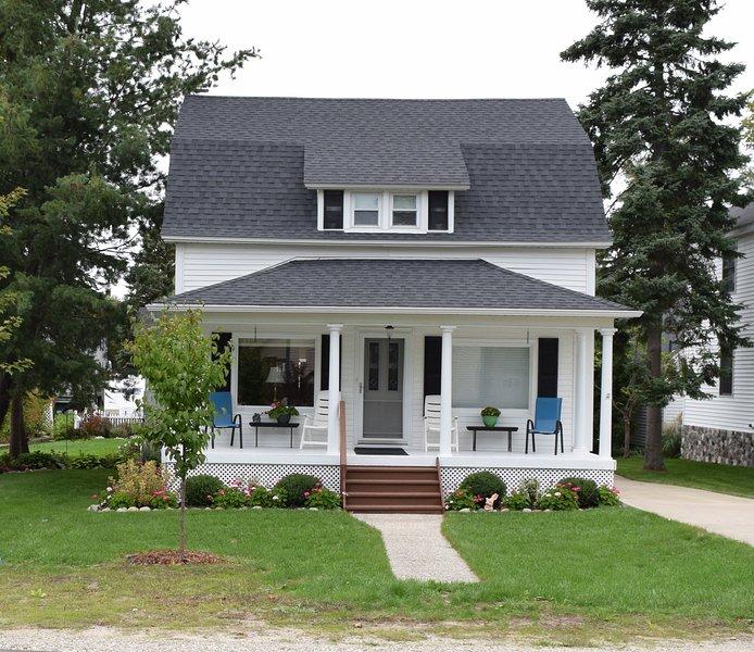 New Rental 2 Blocks from Lake Michigan Beach, holiday rental in Kewadin