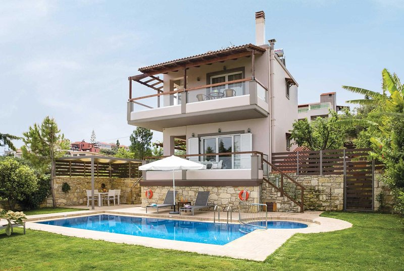 Villa with views over the 'Golden Coast', alquiler de vacaciones en Vamvakopoulo