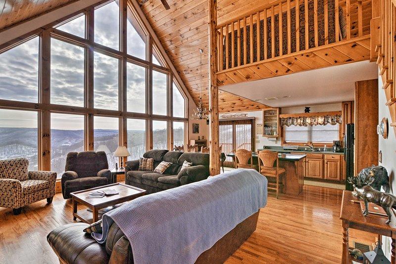 Mountaintop Chalet- 15 Min to Snowshoe Resort, holiday rental in Slatyfork
