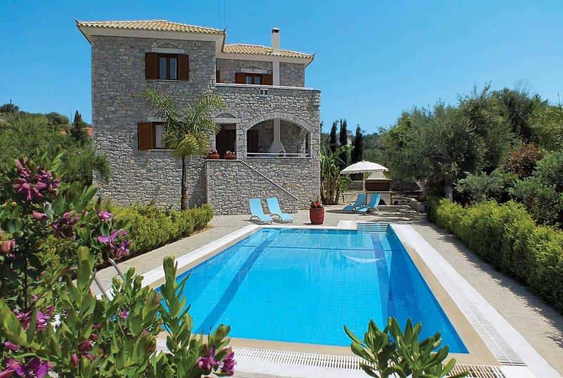 stone villa w/ pool + garden,short walk to village, holiday rental in Tapia