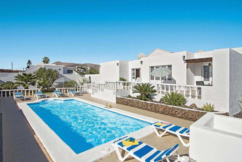 Villa in prime yet private location w/ pool., alquiler de vacaciones en Mácher