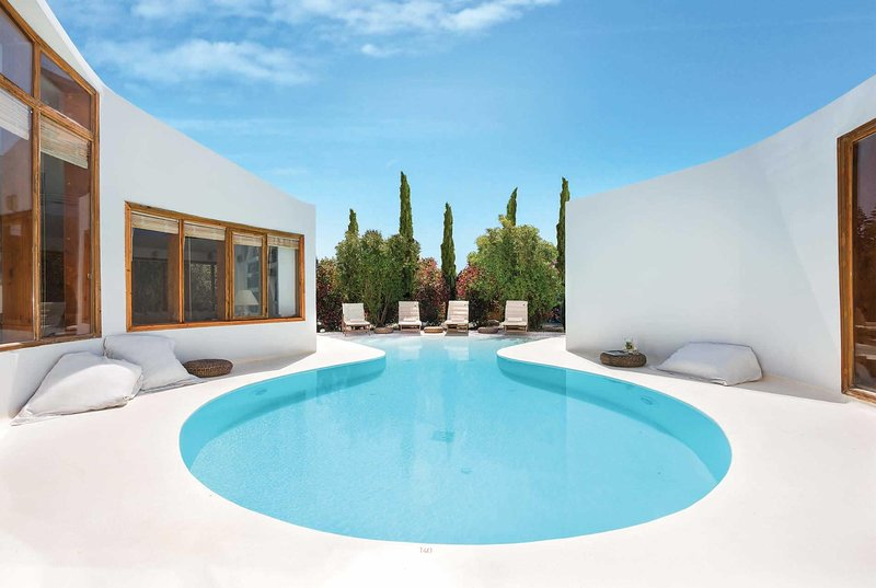 5 mins to beach, unique circular design, private., holiday rental in Ialysos