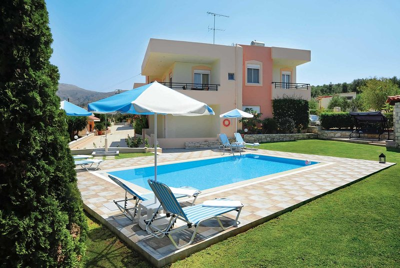 Relaxing villa overlooking olive & citrus groves, holiday rental in Mesi