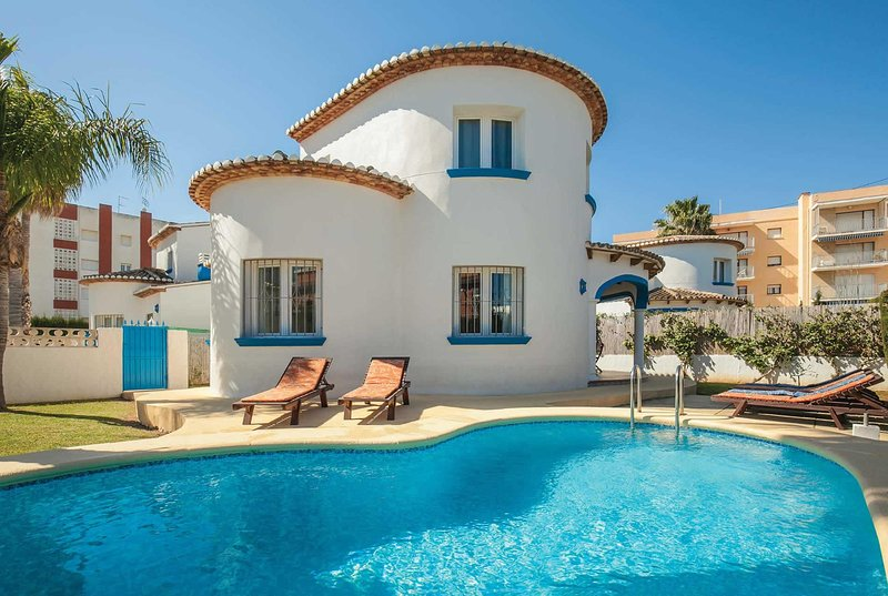 Family friendly 3 bed villa a short walk to beach, vacation rental in Sagra