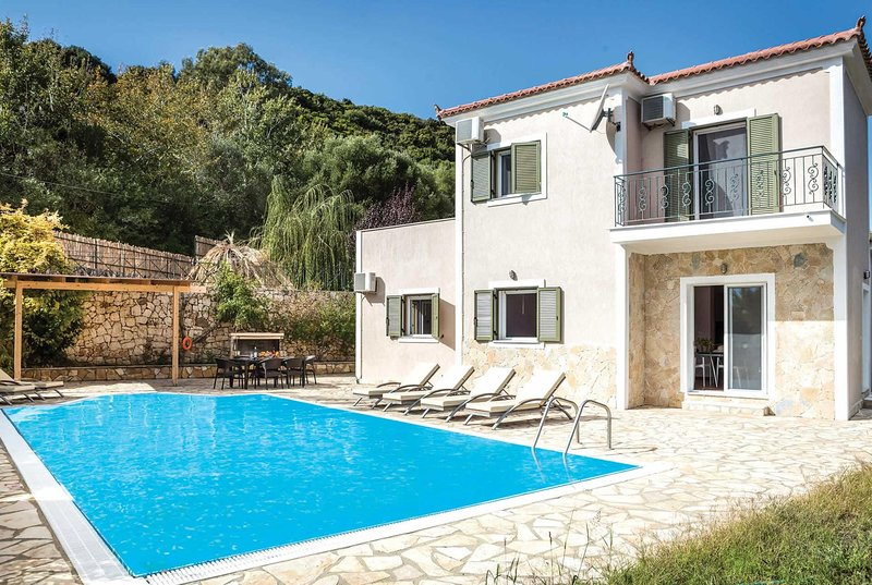 Within walking distance to pretty fishing village, vacation rental in Katelios