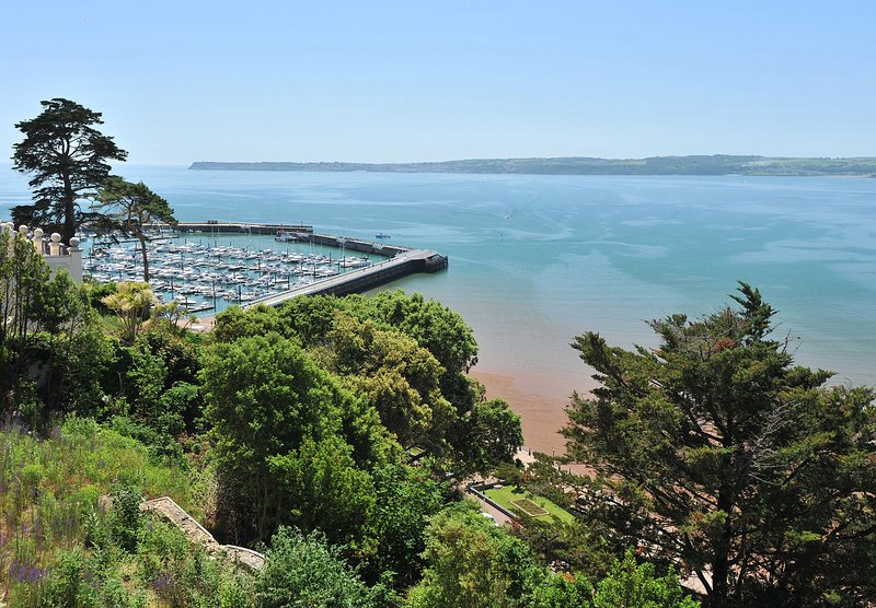 Apartment  No 16 Astor House - One bed apartment with juliette balcony and sea v, vacation rental in Torquay