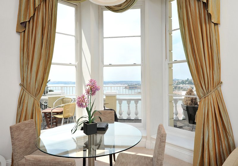 Apartment No 8 Astor House - Premier one bed period apartment with balcony and s, vacation rental in Torquay