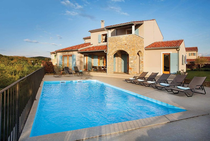 Cosy 1 bed villa surrounded by vineyards, holiday rental in Buje