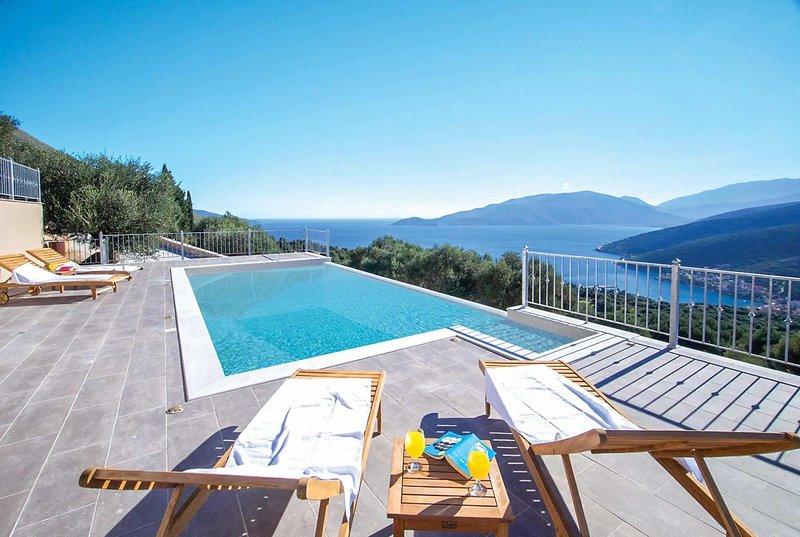 Enjoys wonderful views of the sea and the valley, aluguéis de temporada em Makriotika