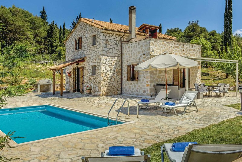 Charming villa set in its own pretty gardens, holiday rental in Kampi