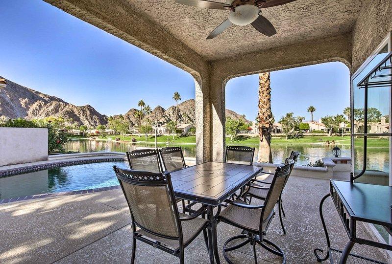 Esta propiedad cuenta con 1,900 pies cuadrados y puede alojar cómodamente hasta 6 personas.