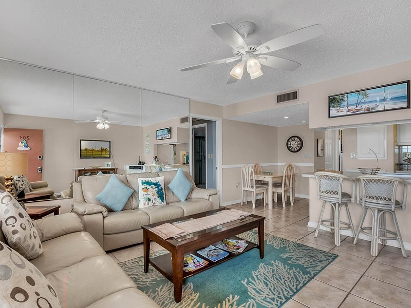 Sunsets and Surf Sounds: Breezy Gulf-Front Condo on Sunset Beach, vacation rental in Treasure Island