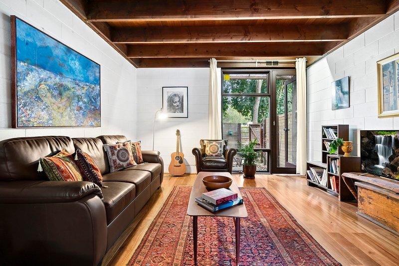 Cosy Thornbury 2bdr Home With Art Deco