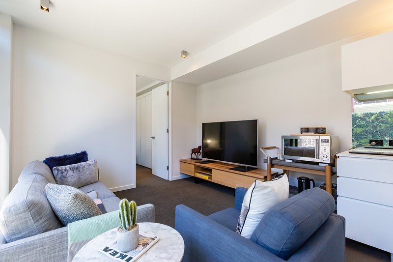 Rosa, Stylish new 2BDR abode in heart of Richmond, holiday rental in Hawthorn