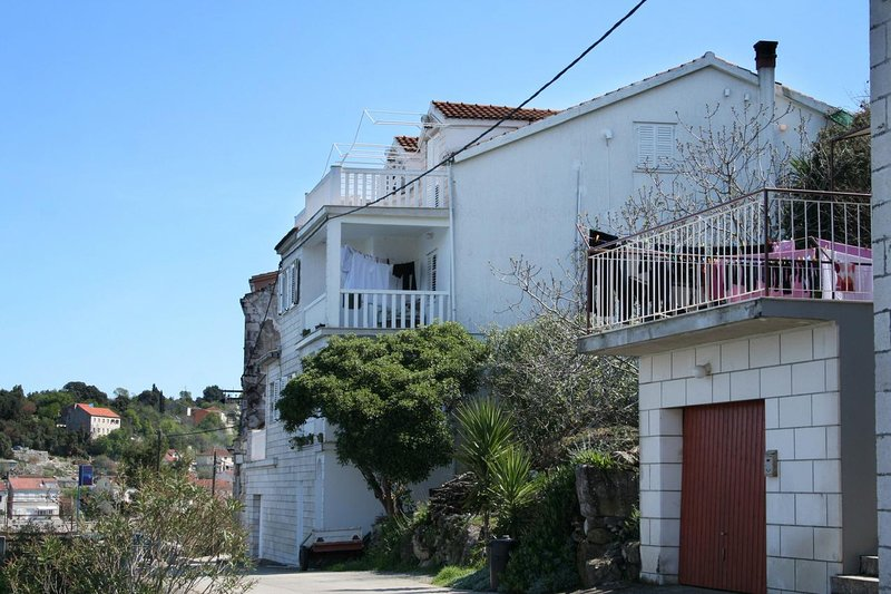 Racisce Apartment Sleeps 2 with Air Con - 5462785, vacation rental in Racisce