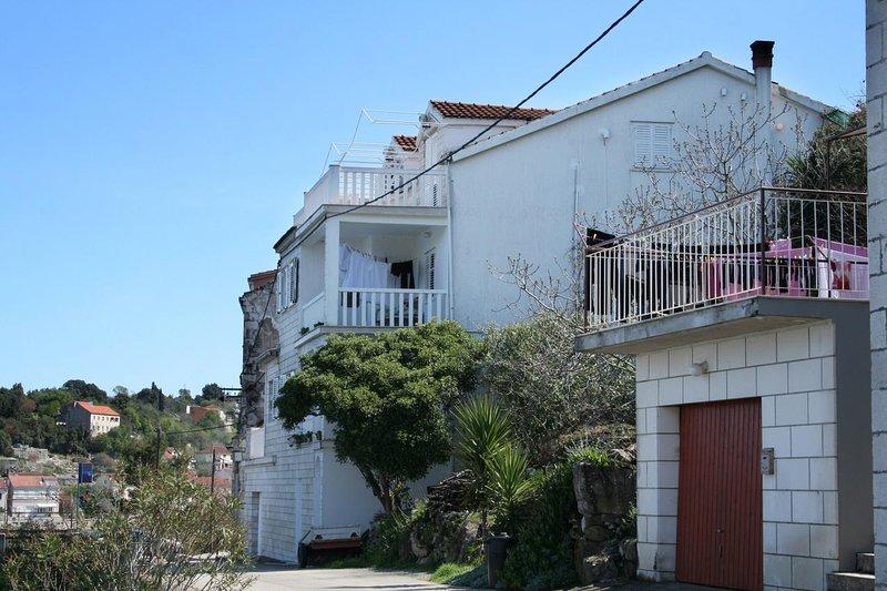 Racisce Apartment Sleeps 2 with Air Con - 5462785, location de vacances à Racisce