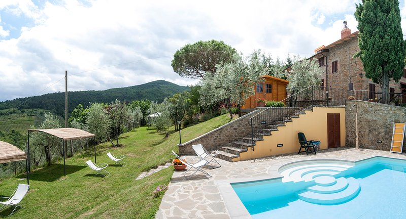 'La residenza Sasso Bianco' country house with swimming pool, holiday rental in Santa Firmina