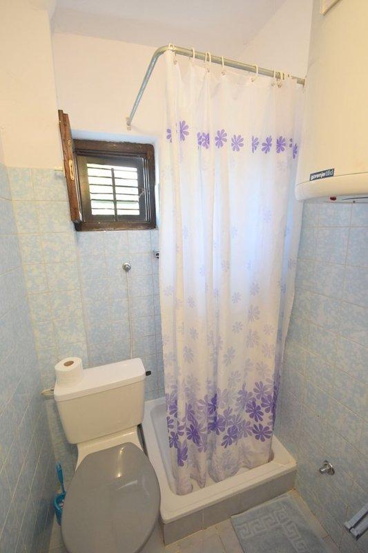 R4(2+1): bathroom with toilet