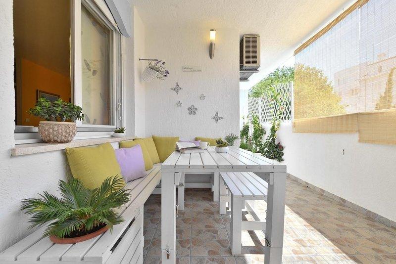 Dubrava Apartment Sleeps 7 with Air Con - 5409229, aluguéis de temporada em Kamen