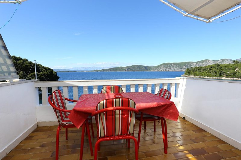 Racisce Apartment Sleeps 4 with Air Con - 5462786, vacation rental in Racisce