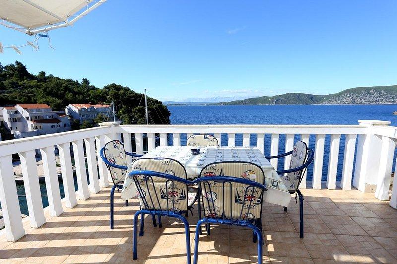 Racisce Apartment Sleeps 4 with Air Con - 5462782, location de vacances à Racisce