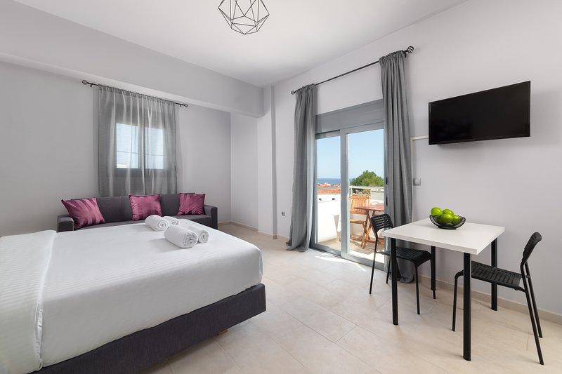 Ble Azzure - Amethyst Apartment, holiday rental in Apolakkia