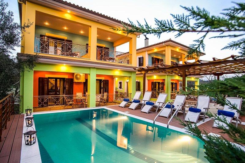 Eclectic Villa With Pool and Stunning Views, aluguéis de temporada em Lefkada Town