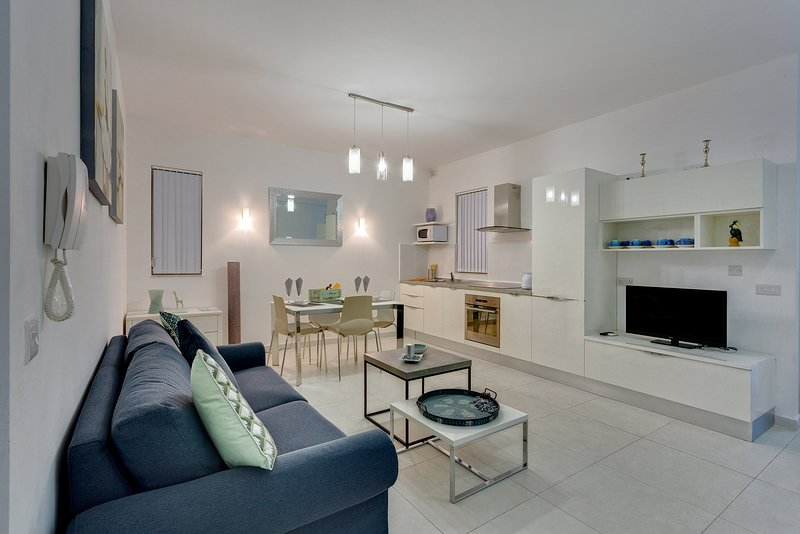 Modern Apartment in St Julian's,Perfect for Families ENHANCED CLEANING PROTOCOL, Ferienwohnung in San Ġiljan