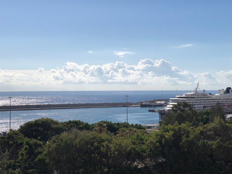 Atico-duplex, con vistas al mar. Ideal descanso, holiday rental in Maria Jimenez