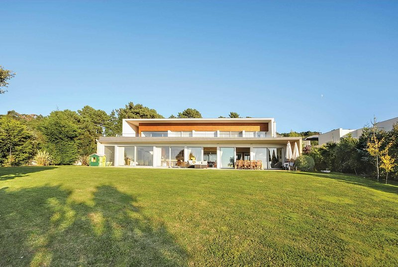 Stylish 4 bed villa with private heated pool, holiday rental in Dem