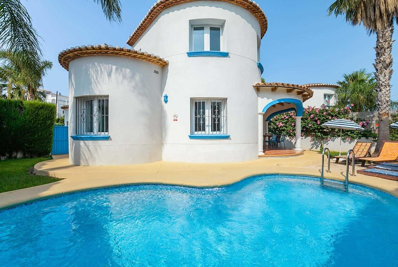 3 bed villa a short stroll from the beach, vacation rental in Sagra