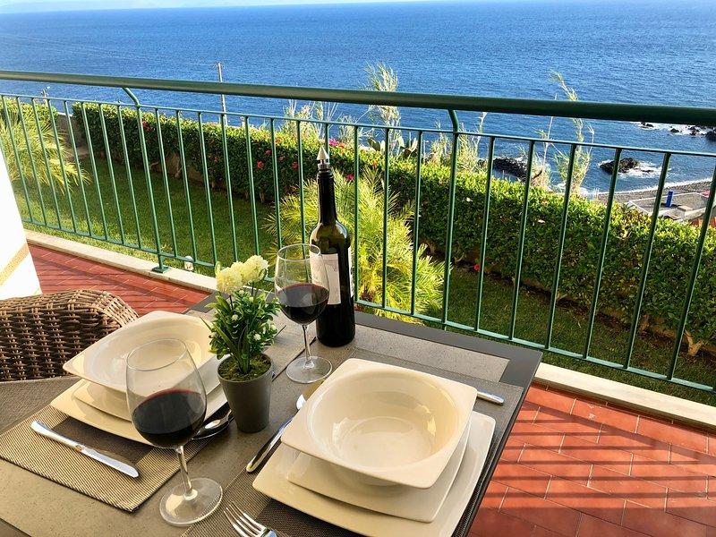 Oceanic Apartment -Madeira Great Views - Free WIFI, alquiler vacacional en Caniço