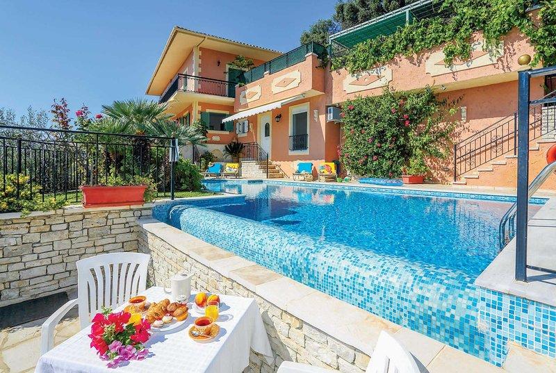 3 bed coastal road villa, spectacular sea views, location de vacances à Kalami