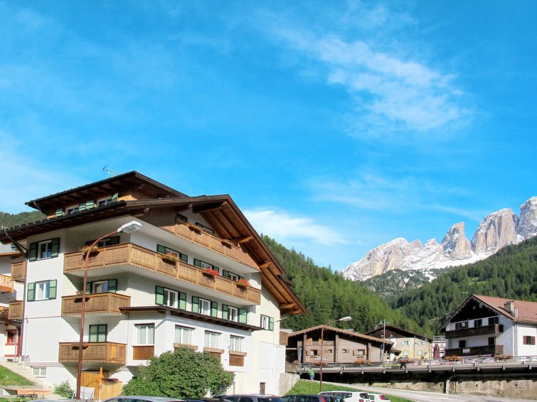4 bedroom Apartment with WiFi and Walk to Shops - 5715373 Chalet in Campitello di Fassa