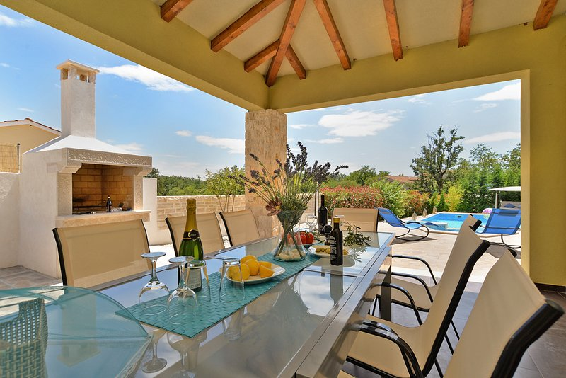 Tomisici Villa Sleeps 12 with Pool and Air Con - 5714292, vacation rental in Ferlini
