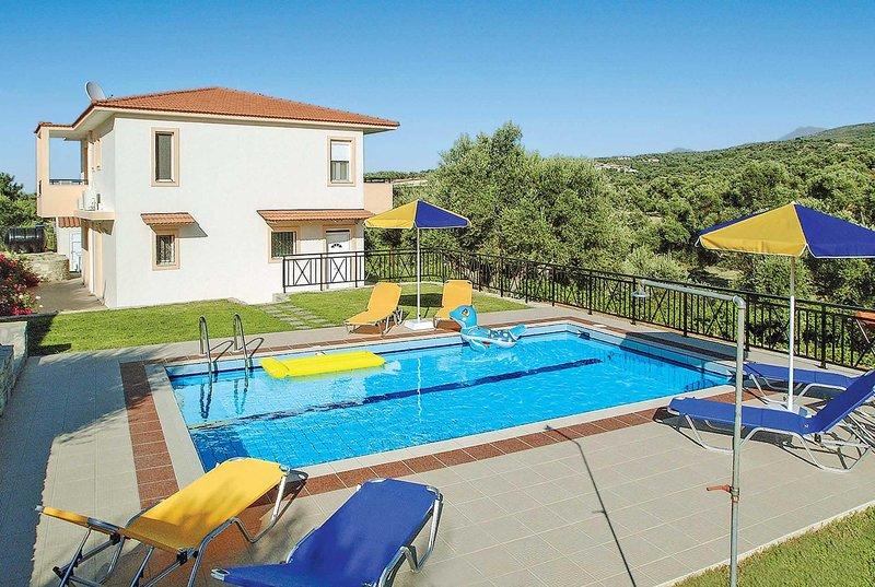 Villa short drive from amenities, holiday rental in Mesi