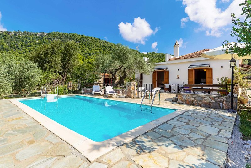 2 bed Villa, 15 min drive to beach resort, vakantiewoning in Panormos